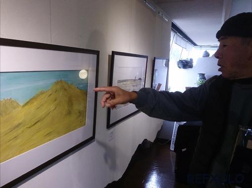 2月の阿蘇山の絵を説明する鈴木照之さん