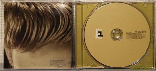 写真:ELVISPRESLEYelvis30#1hitsBlu-spec CDを開いた画像