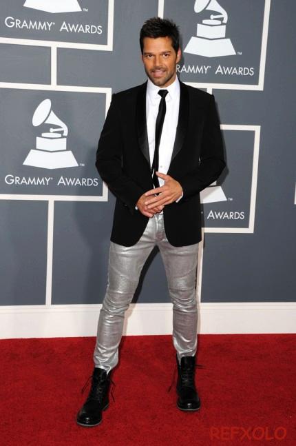 写真:2011年グラミー賞会場のレッドカーペットに登場したリッキー・マーティンの画像