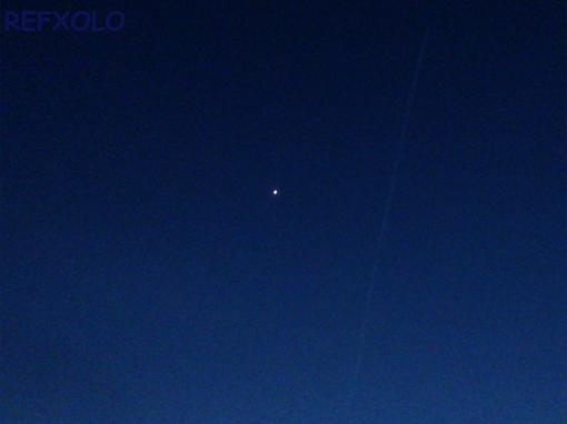 星と飛行機雲