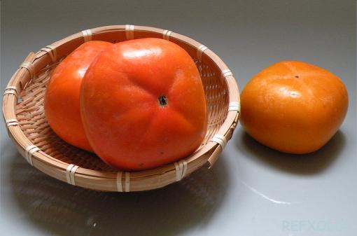ザルの上の次郎柿