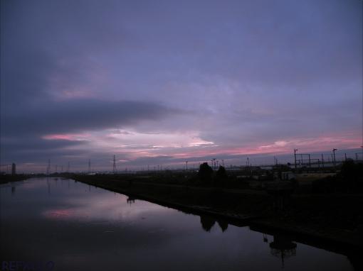 写真:川の夜明けの画像