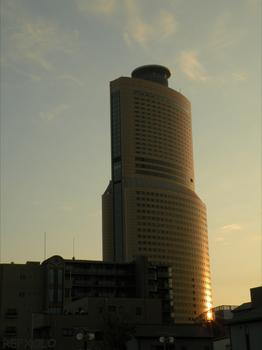 写真:夕陽を浴びるアクトタワー(ACT TOWER)の画像