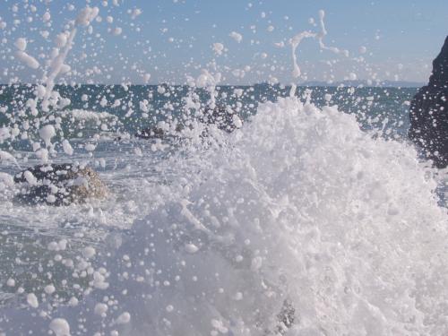 写真:波しぶきの画像
