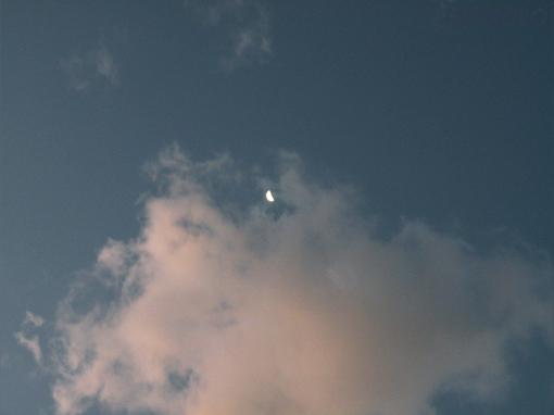 三日月と雲