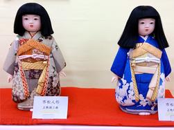 二体の市松人形